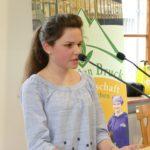 Schülerin beim Reden