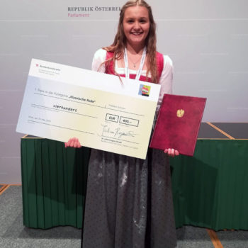 Brigitte Hoellwerth gewinnt Redewettbewerb