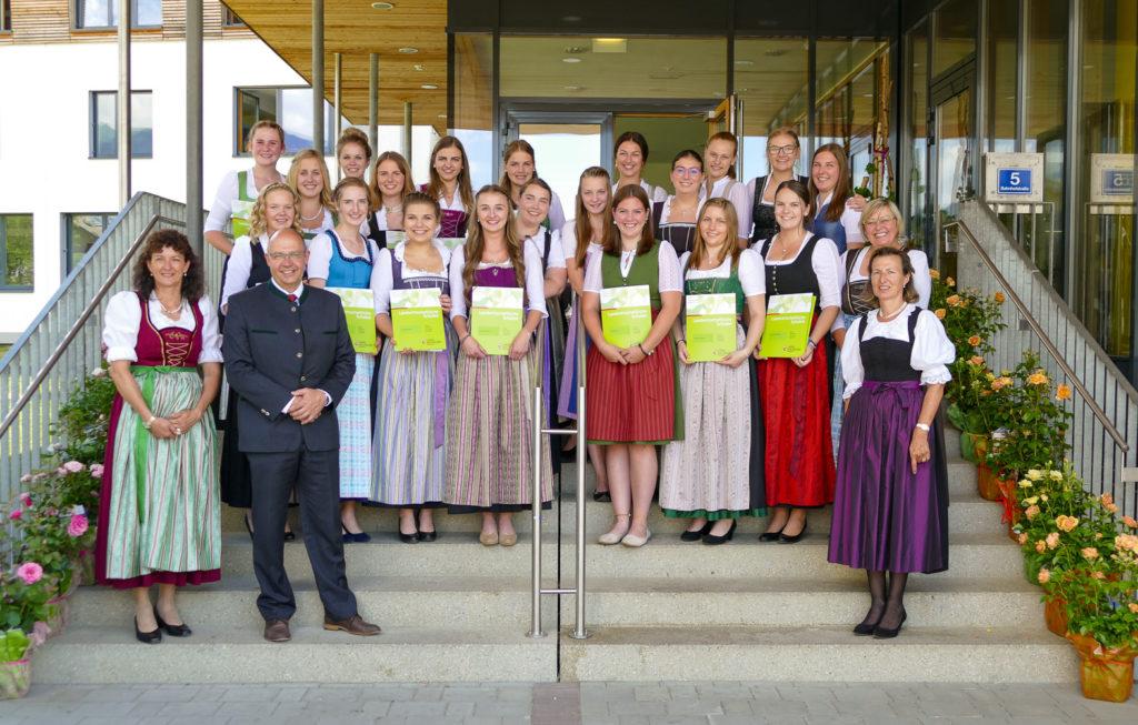 Absolventinnen 2019 der BHM Bruck mit einer AUSZEICHNUNG bei den Abschlussprüfungen